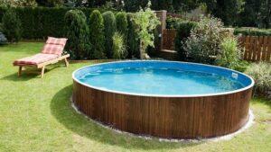 Pool mit Stahlwand im Garten
